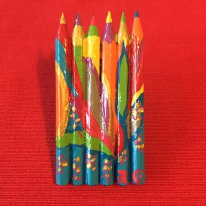 Broche crayons en bois peinte et vernis