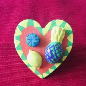 Broche en bois forme coeur