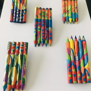 broches crayons en bois